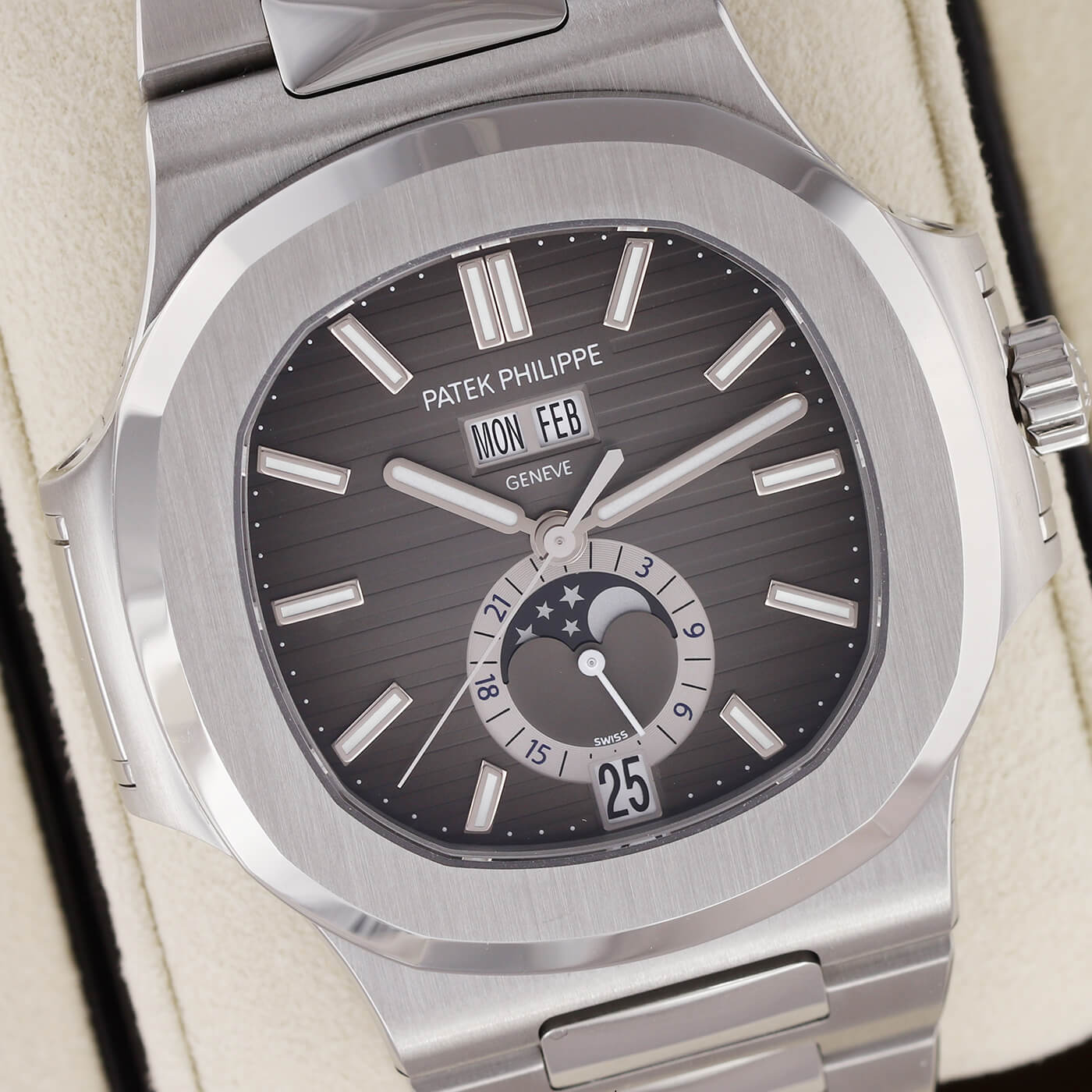The most sought-after watches on the planet-Patek Philippe Nautilus Replica